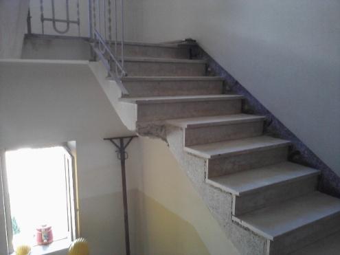 Scale tagliate in un condominio